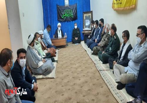 در اولین روز از هفته دفاع مقدس مسئولین ارشد جزیره خارگ با امام جمعه دیدار کردند