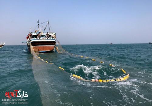 ۲ فروند لنج ترال در آبهای خلیجفارس توقیف شد