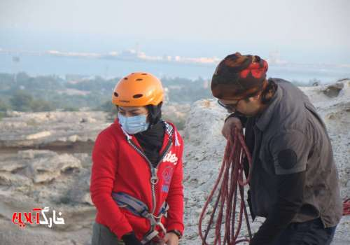 کوه بانوی خارگی مدرک مربی راهنمای کوهستان را دریافت کرد