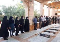 غبارروبی گلزار شهدا جزیره خارگ به مناسبت هفته تامین اجتماعی